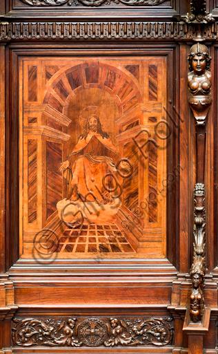 """Genova, Duomo (Cattedrale di S. Lorenzo), interno,  presbiterio, abside, coro: """"Cristo in gloria"""", tarsia lignea di Vincenzo e Tommaso Garassino (XIX secolo)."""