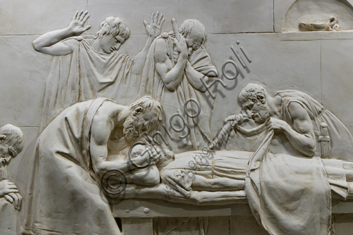 """""""Critone chiude gli occhi di Socrate"""", 1790-92, di Antonio Canova (1757 - 1822), gesso. Particolare."""