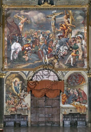 """Duomo (S.Maria Assunta), interno, controfacciata: """"Crocefissione"""", affresco del Pordenone (Giovanni Antonio de' Sacchis), 1521."""