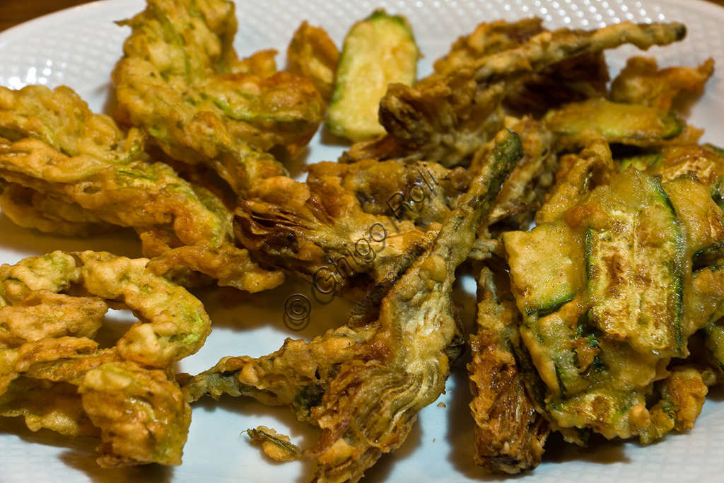 Typical Tuscany cuisine: variety of fried vegetables.