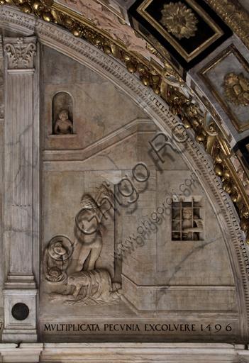 """Genova, Duomo (Cattedrale di S. Lorenzo),  Cappella di San Giovanni, parete Ovest: """"Decollazione del Battista"""", particolare della lunetta con scene dalla vita di San Giovanni Battista;  bassorilievo (stiacciato) in marmo. La lunetta fu realizzata nel 1496 da Giovanni d'Aria con la collaborazione dei fratelli Michele e Bonino."""