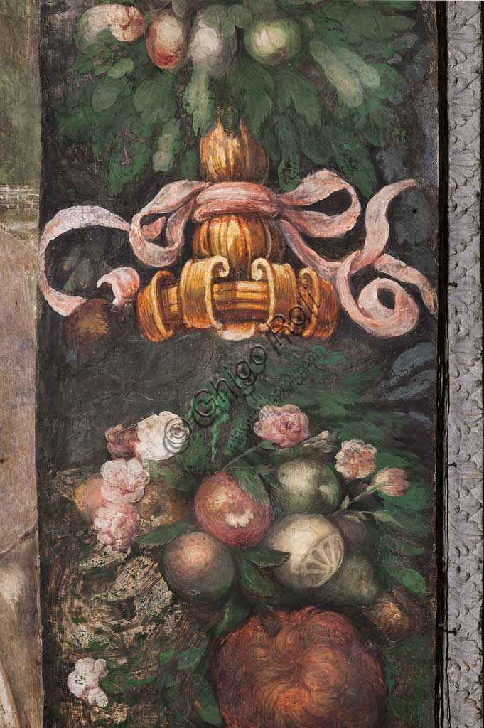 Parma, Church of San Giovanni Evangelista: fresco by Girolamo Francesco M. Mazzola, known as Parmigianino (about 1523). Decoration detail with flowers and fruit.
