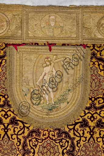 ", Genova, the Diocesan Museum: the cope known as ""of the Dorias"", based on drawings by Perin del Vaga. Crimson velvet and golden threads, mid 15th century.Detail."