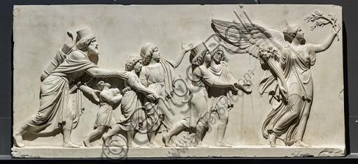 """""""L'ingresso di Alessandro Magno in Babilonia"""", fregio eseguito tra il 1818 e il 1828 da Bertel Thorvaldsen  (1770 - 1844) calco in gesso da un originale in marmo di Carrara. E' concepito come l'incontro tra due cortei che convergono verso il centro, cioè verso la figura di Alessandro Magno che avanza sul carro guidato dalla Vittoria, seguito dal suo celebre destriero Bucefalo e dai suoi soldati carichi di bottino. Di fronte al condottiero la figura allegorica della Pace, riconoscibile dal ramo di ulivo, precede il popolo e i governanti di Babilonia, che offrono i loro doni (cavalli, leoni, pantere…) al vincitore, mentre danzatrici spargono fiori in suo onore.Particolare del corteo con uomini e giovanetti."""