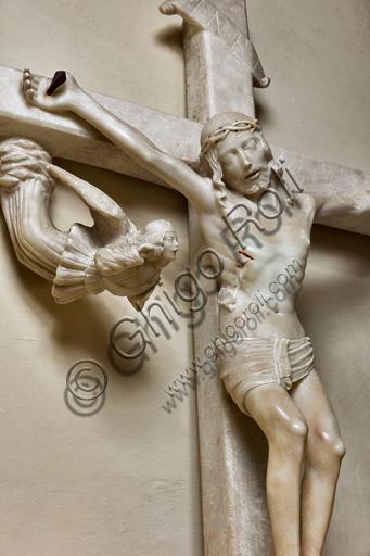 Genova, Duomo (Cattedrale di S. Lorenzo), Interno, Battistero (già Chiesa di San Giovanni il Vecchio): Crocefissione processionale in marmo bianco, di scultore ignoto.Particolare del Cristo.
