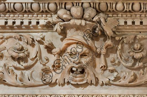 Genova, Duomo (Cattedrale di S. Lorenzo), Interno, Cappella di San Giovanni Battista: particolare del fregio del baldacchino in marmo che sovrasta l'altare, di Niccolò da Corte e Gian Giacomo Della Porta (1530-1532).