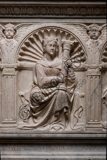"""Genova, Duomo (Cattedrale di S. Lorenzo), interno, navata settentrionale, Cappella De Marini: """"Monumento funebre a Giorgio Fieschi - Particolare della Fortezza"""", di Giovanni Gagini, 1461."""