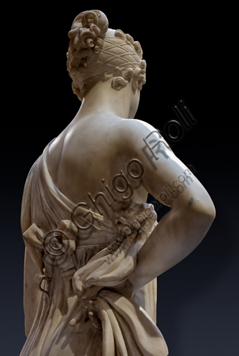 """Dancing Terpsichore (Dancer)"", 1820, di Gaetano Matteo Monti (1776 - 1847), marble. Detail of the rear part with the bare shoulders and the chignon."