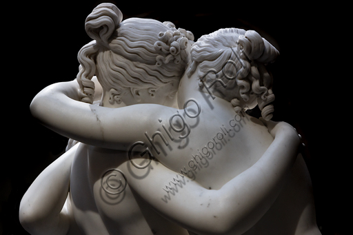 """""""Le tre Grazie"""", 1812-17, di Antonio Canova (1757 - 1822), marmo. Particolare dell'abbraccio."""