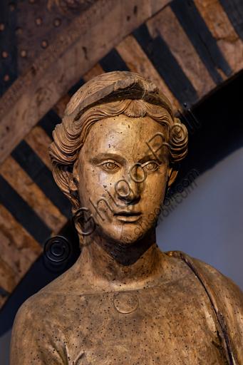 Orvieto, MODO (Museo dell'Opera del Duomo di Orvieto): Annunciazione, scultura in legno proveniente dal coro del Duomo, di Terzo Maestro d'Orvieto, legno con tracce di policromia, primo ventennio del XV secolo. Particolare dell'arcangelo Gabriele.