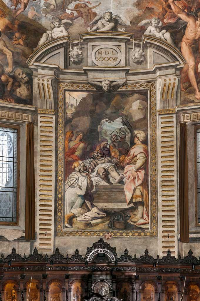 """Basilica di San Prospero, abside: """"Deposizione"""", affresco di Camillo Procaccini (1585 - 1587) e coro ligneo di Cristoforo e Giuseppe De Venetiis (1545 - 1546)."""
