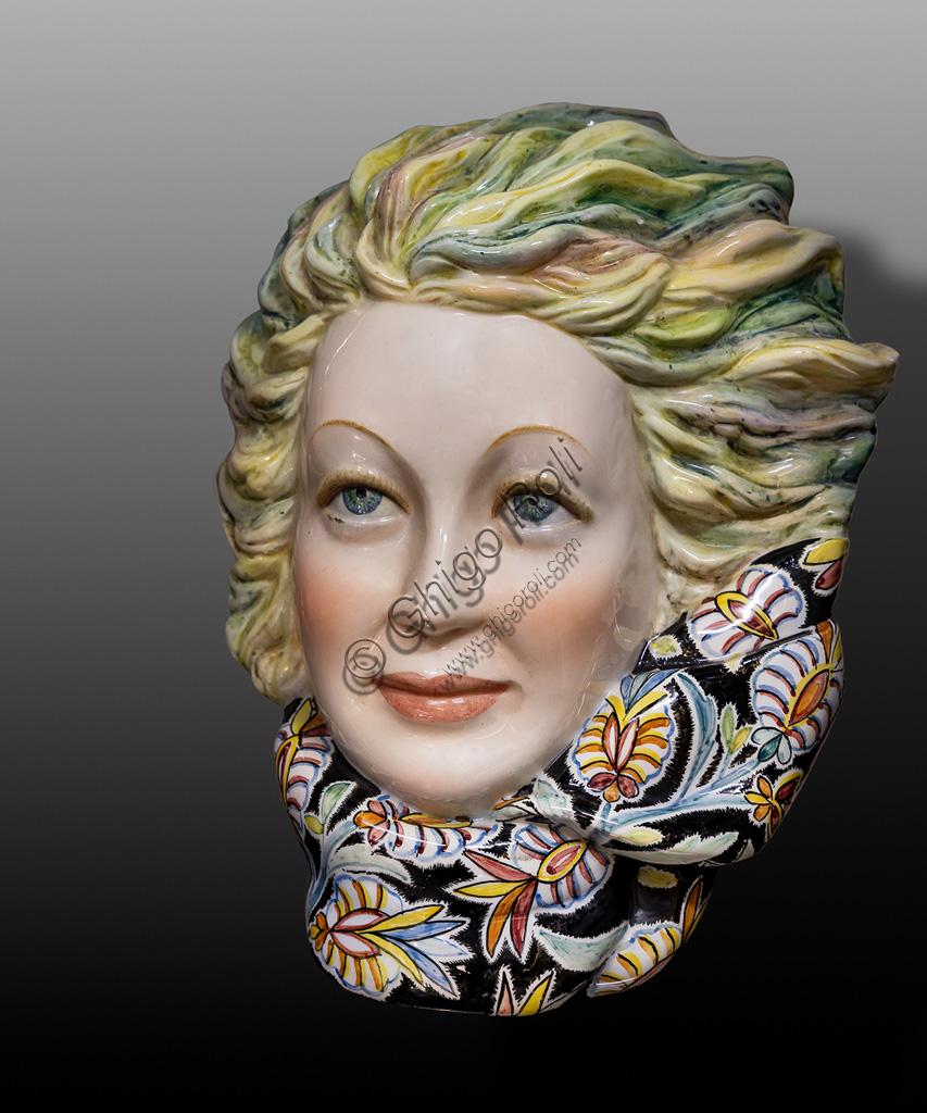 Deruta, Museo Regionale della Ceramica: Testa di donna, di Gaetano Magazzù, XX secolo.