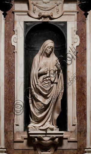 """Genova, Duomo (Cattedrale di S. Lorenzo),  Cappella di San Giovanni,  parete ovest: """"Elisabetta, Madre del Battista"""", di Matteo Civitali, 1495-1501, statua in marmo entro nicchia."""