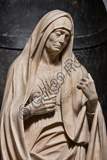 """Genova, Duomo (Cattedrale di S. Lorenzo),  Cappella di San Giovanni,  parete ovest: """"Elisabetta, Madre del Battista"""", di Matteo Civitali, 1495-1501, statua in marmo entro nicchia.Particolare."""