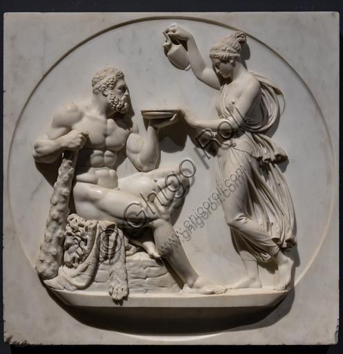 """""""Ercole riceve da Ebe la bevanda dell'Immortalità"""", ante 1827, di Bertel Thorvaldsen (1770 - 1844), marmo."""
