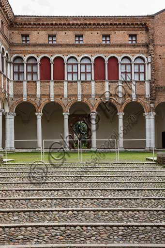 Ferrara, Palazzo Costabili o Palazzo di Ludovico il Moro (today it si the seat of the National Archeological Museum of Spina): the courtyard.