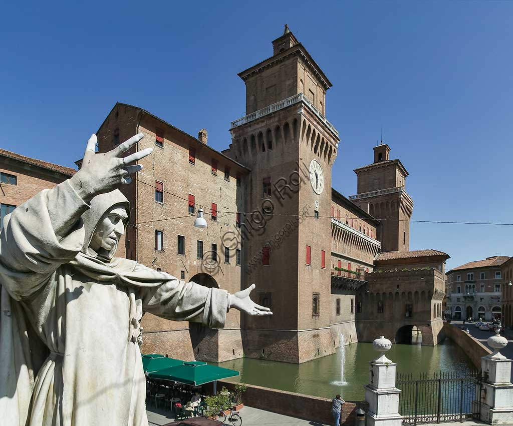 Ferrara: view of the Castello Estense (the Estense Castle), also known as Castle of St. Michael. In the foreground, the statue of the Ferrara friar Girolamo Savonarola.