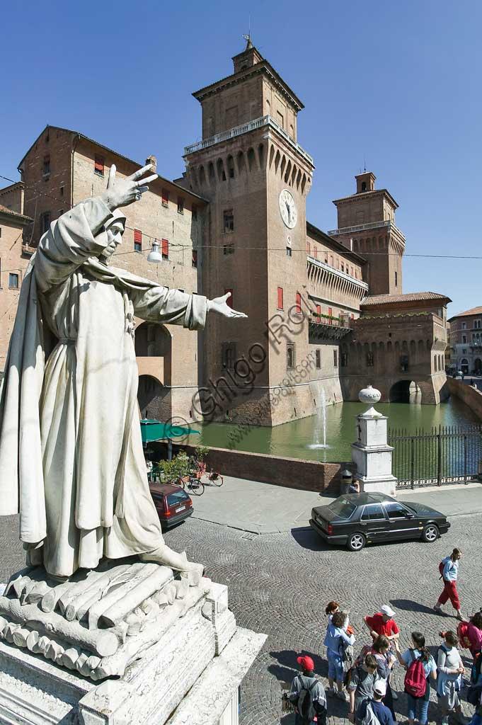 Ferrara: view of the Castello Estense (the Estense Castle), also known as Castle of St. Michael. In the foreground, the statue of the Ferrara friar Girolamo Savonarola.