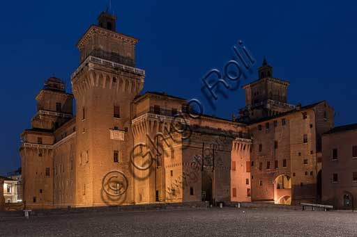 Ferrara: night view  of the Castello Estense (the Estense Castle), also known as Castle of St. Michael.