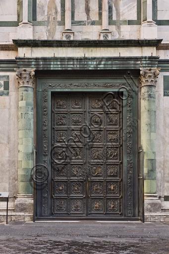 Firenze, Battistero di San Giovanni, esterno la facciata a Nord in marmo di Carrara bianco e verde di Prato: la porta di Lorenzo Ghiberti con Storie del Nuovo Testamento.