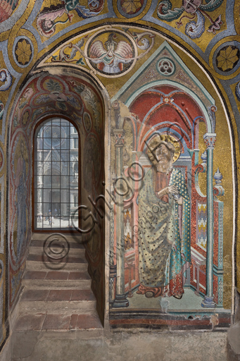 Florence, the Baptistery of St. John, the matronea,  East gallery, first matroneum (of the Angels hierarchies): mosaics by the school of the Master of San Gaggio and of the Master of St. Cecilia (about 1300 - 1310). Detail representing an angel.