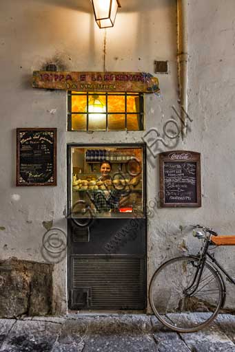 Florence, Da' Vinattieri: small restaurant where lampredotto and trippa (typical Florence recipes) are served.