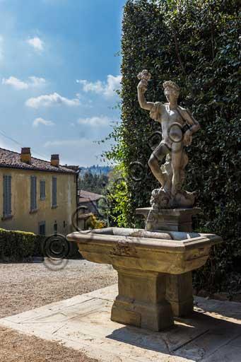 Firenze, Giardini di Boboli: particolare con statua.