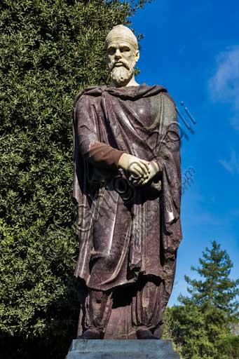 Firenze, Giardini di Boboli: una delle due statue dei Prigiornieri Daci (II secolo), forse provenienti dal Foro di Traiano.