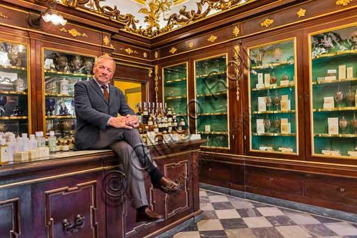 Firenze, Officina Profumo - Farmaceutica di Santa Maria Novella: il direttore Eugenio Alphandery.