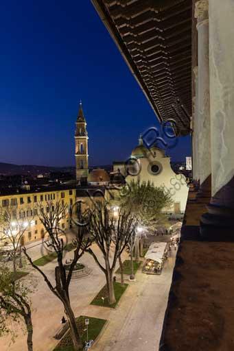Firenze, Piazza Santo Spirito: veduta della Basilica di Santo Spirito dalla loggia cinquecentesca di Palazzo Guadagni.