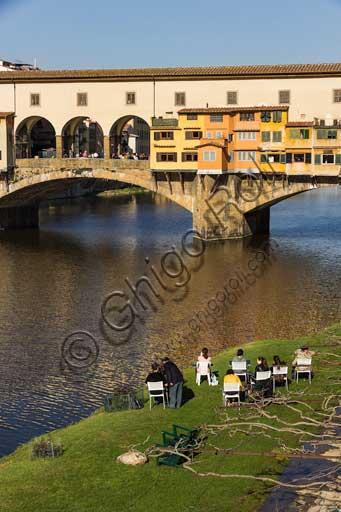 Firenze: Ponte Vecchio e il fiume Arno.