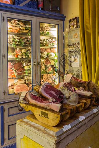 Florence, Olio & Convivium Restaurant: room and some cold cuts.
