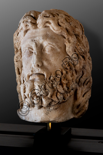 Foligno, Trinci Palace, Archaelogical Collection: one of the seven Roman heads that in the Middle Ages had been placed outside the painted Loggia to symbolize the Seven Ages of Man. Portrait of Zeus type Dresden or Decrepitude (2nd century a.C.)