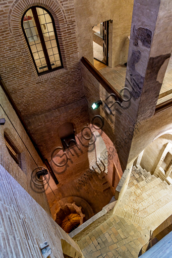 Foligno, Trinci Palace: Gothic staircase and cloister, XIII - XIV th century.