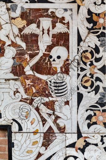 Fontanellato, Labirinto della Masone, Collezione di Franco Maria Ricci: commesso di pietre dure raffigurante la Morte (particolare).