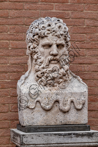 Fontanellato, Labirinto della Masone, di Franco Maria Ricci: busto di Esculapio (dio della medicina).