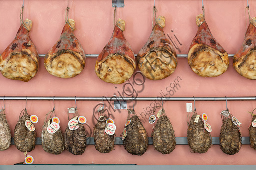 Fontanellato, Labirinto della Masone, by Franco Maria Ricci, la Bottega (shop of typical products): ham and culatello.