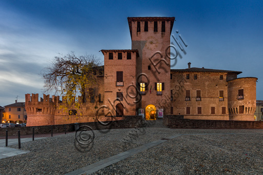 Fontanellato, Rocca Sanvitale: night view of the fortress.