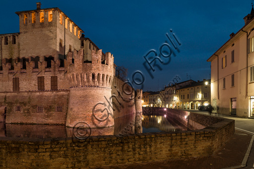 Fontanellato, Rocca Sanvitale: night view of the fortress and its moat.