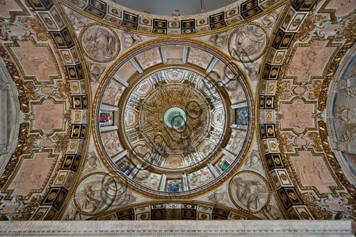 Genova, Duomo (Cattedrale di S. Lorenzo),  Cappella di San Giovanni: veduta della cupola allo Zenit.