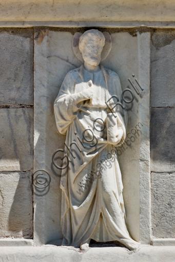 """Genova, Duomo (Cattedrale di S. Lorenzo), cupola, tamburo: """"San Pietro"""", formella figurata (secolo XVI)."""