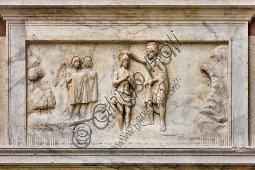 """Genova, Duomo (Cattedrale di S. Lorenzo), il lato ovest del Battistero: """"Il Battesimo di Cristo"""", Gerolamo Viscardi e bottega, 1502-3."""