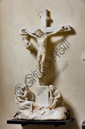 Genova, Duomo (Cattedrale di S. Lorenzo), Interno, Battistero (già Chiesa di San Giovanni il Vecchio): Crocefissione processionale in marmo bianco, di scultore ignoto.