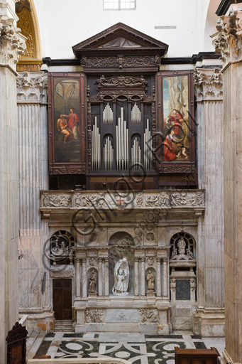 Genoa, Duomo (St. Lawrence Cathedral),  interior, southern arm of the transept: general view with the organ made by Fuchetto da Brescia and G.B Forlani (1552 - 1555) and altar of St. Joseph, by Genoa workers (17th century).