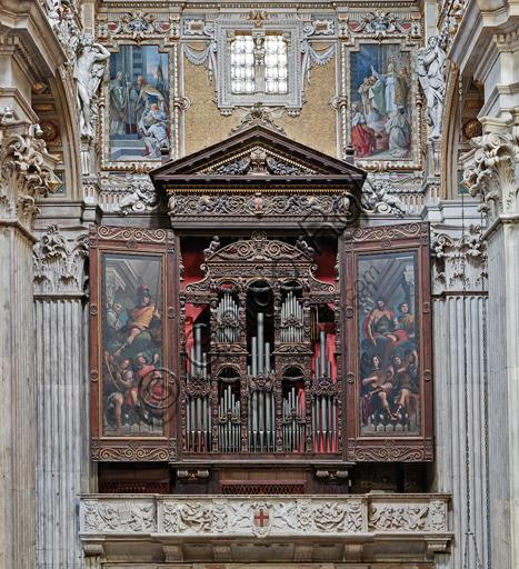 Genova, Duomo (Cattedrale di S. Lorenzo),  interno, cappella Cybo (braccio settentrionale del transetto): l'organo a canne, le cui ante sono state dipinte da G. Benso (1634 -1636).