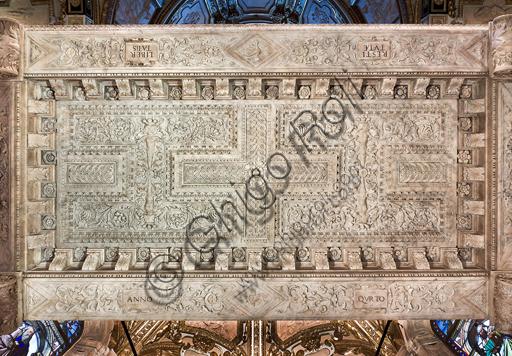 Genova, Duomo (Cattedrale di S. Lorenzo), Interno, Cappella di San Giovanni Battista: faccia inferiore del baldacchino in marmo che sovrasta l'altare, di Niccolò da Corte e Gian Giacomo Della Porta (1530-1532).