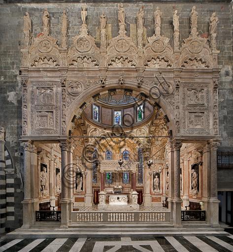 Genova, Duomo (Cattedrale di S. Lorenzo), Interno, Cappella di San Giovanni Battista: il prospetto frontale sulla navata sinistra, con sculture di Domenico, Giovanni ed Elia Gagini e aiuti (1448-1450 ca.)