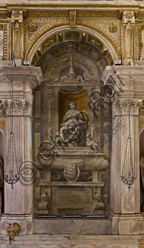 """Genova, Duomo (Cattedrale di S. Lorenzo), interno, Cappella Lercari o del Santissimo Sacramento (abside settentrionale),  fianco meridionale: """"Il munumento funebre di Costanza De Marini, moglie di Franco Lercari"""", di Luca Cambiaso, post 1569."""