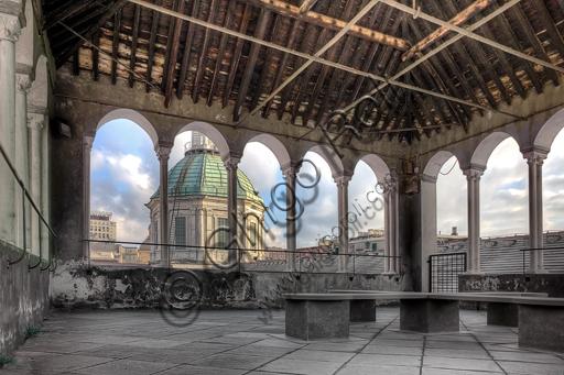Genova, Duomo (Cattedrale di S. Lorenzo): la loggia di Giovanni Gandria che completa il campanile di sinistra che non venne mai ultimato. Sullo sfondo, la cupola.