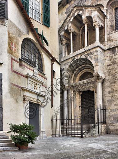 Genova, Duomo (Cattedrale di S. Lorenzo): la piazzetta di S. Giovanni il Vecchio con il lato ovest del Battistero e il portale di S. Maria della Vittoria (1502-3).